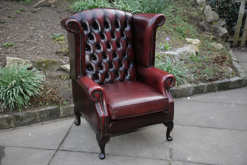 Original- New York spätester Verkauf A THOMAS LLOYD OX-BLOOD RED LEATHER CHESTERFIELD WING-BACK READING EASY  ARMCHAIR.
