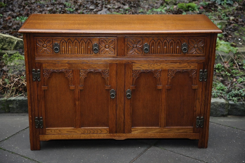 AN OLD CHARM OAK DRESSER BASE CUPBOARD SIDEBOARD CABINET.