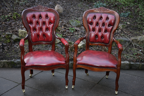 2 LEATHER CHESTERFIELD BUTTONED SPOON BACK ARMCHAIRS.
