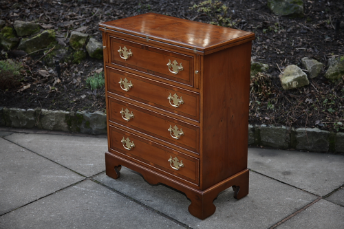 A YEW WOOD CHEST OF DRAWERS WRITING COMPUTER TABLE DESK STAND.