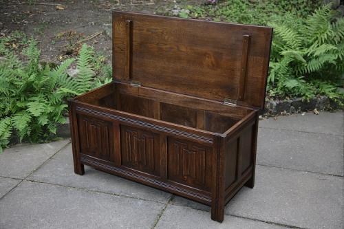 A JAYCEE OAK BLANKET CHEST LOG / TOY BOX COFFER MULE RUG CHEST COFFEE TABLE  BENCH ...