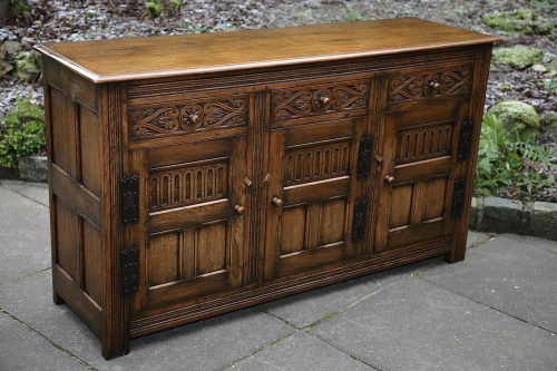 TITCHMARSH AND GOODWIN STYLE CARVED OAK SIDEBOARD / DRESSER BASE