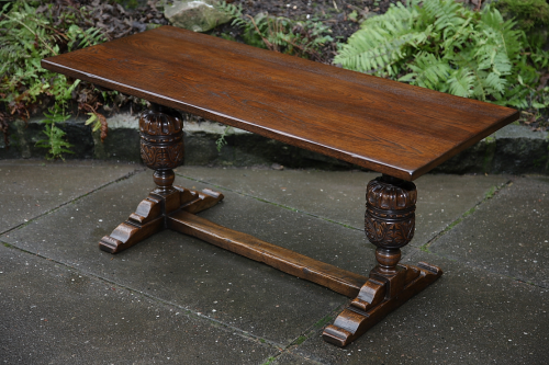 A TITCHMARSH AND GOODWIN OAK OCCASIONAL COFFEE SIDE END HALL LAMP DRINKS TABLE.