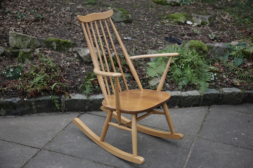 AN ERCOL RETRO LIGHT ELM BLONDE WINDSOR GOLDSMITH ARMCHAIR ROCKING CHAIR HALL SEAT.