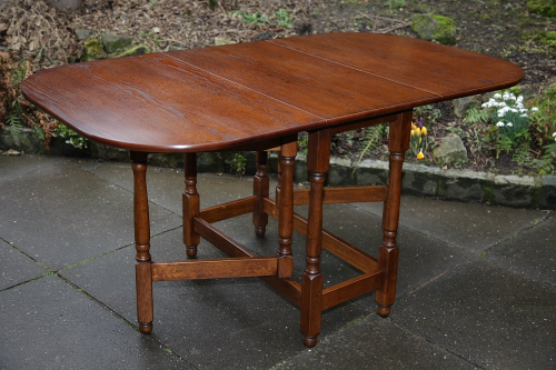 AN OLD CHARM JAYCEE STYLE OAK DROP LEAF GATELEG DINING SIDE END COFFEE HALL LAMP TABLE.