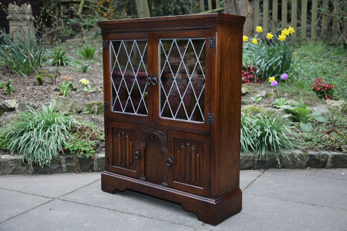 AN OLDE COURT OLD CHARM JAYCEE OAK BOOKCASE SHELVES CUPBOARD DISPLAY CD DVD CABINET.