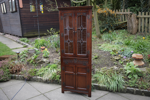 AN OLD CHARM WOOD BROS TUDOR BROWN OAK CORNER CABINET DISPLAY CUPBOARD BOOKSHELVES.
