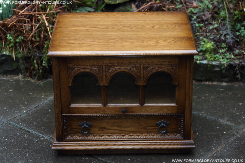 AN OLDE COURT CARVED OAK TV STAND TABLE HI-FI CD DVD CABINET.