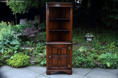 A TITCHMARSH AND GOODWIN STRESSED OAK CORNER DISPLAY CABINET / CUPBOARD