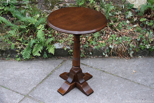 A WOOD BROTHERS OLD CHARM LIGHT OAK SIDE TABLE / OCCASIONAL / WINE TABLE