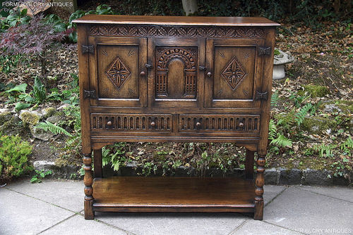 TITCHMARSH & GOODWIN STYLE OAK DRINKS WINE / CABINET