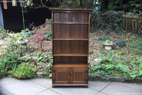 A NIGEL GRIFFITHS MONASTIC CARVED OAK OPEN BOOKCASE / BOOKSHELVES