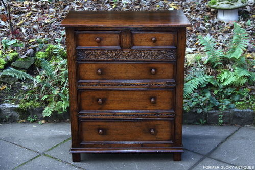 A TITCHMARSH AND GOODWIN CARVED STRESSED OAK CHEST OF DRAWERS
