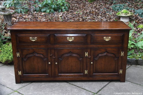 A TITCHMARSH AND GOODWIN STYLE SOLID OAK DRESSER BASE / SIDEBOARD