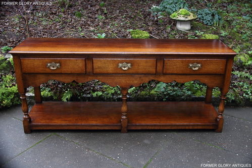 A TITCHMARSH AND GOODWIN SOLID STRESSED OAK DRESSER BASE / SIDEBOARD