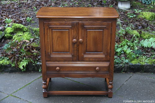 AN ERCOL GOLDEN DAWN ELM CREDENCE CUPBOARD / HALL CABINET