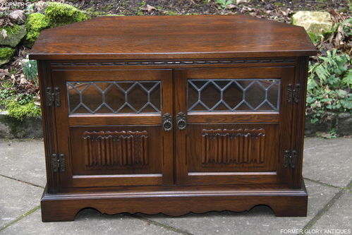 A WOOD BROTHERS OLD CHARM LIGHT OAK CORNER TV CABINET / STAND
