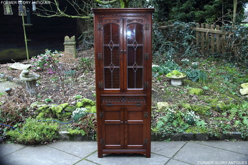 A WOOD BROTHERS OLD CHARM TUDOR BROWN CARVED OAK CORNER DISPLAY CABINET / CUPBOARD