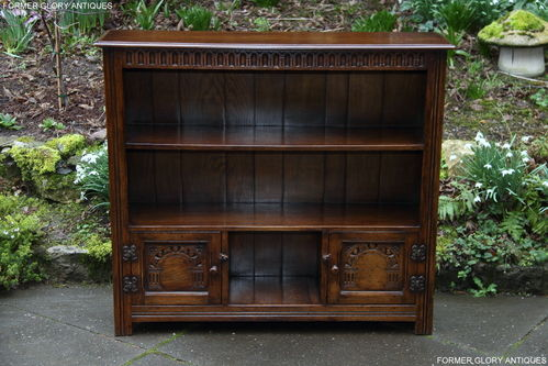 A TITCHMARSH AND GOODWIN STYLE SOLID CARVED OAK OPEN BOOKCASE / BOOKSHELVES