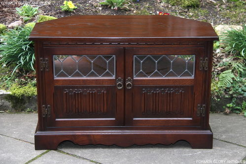 A WOOD BROTHERS OLD CHARM TUDOR BROWN CARVED OAK CORNER TV CABINET / STAND