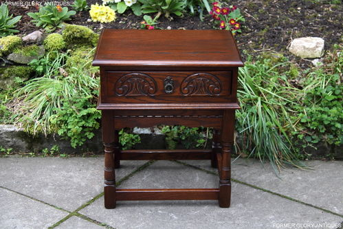 A WOOD BROTHERS OLD CHARM CARVED OAK TUDOR BROWN LAMP TABLE
