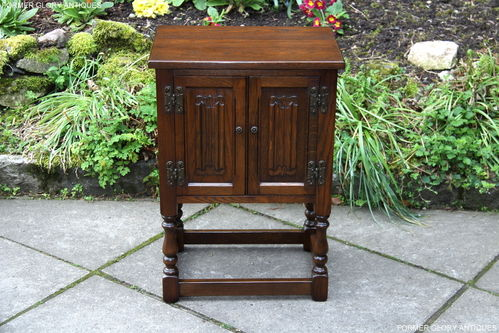 A WOOD BROTHERS OLD CHARM CARVED LIGHT OAK PEDESTAL CABINET / BEDSIDE CUPBOARD