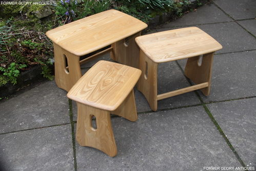 AN ERCOL WINDSOR ELM CLEAR FINISH NEST OF THREE TABLES / COFFEE TABLE SET