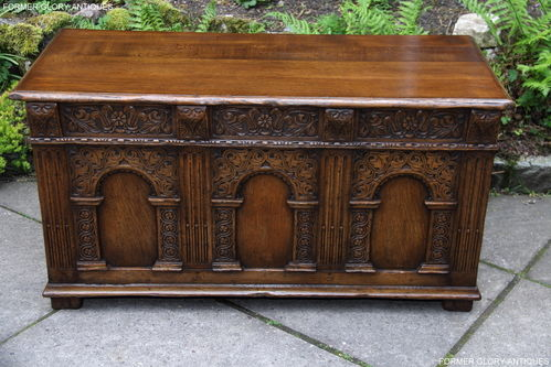 A TITCHMARSH AND GOODWIN JACOBEAN STRESSED CARVED OAK BLANKET BOX RUG CHEST COFFER