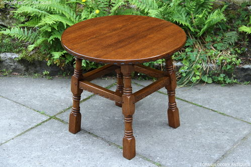 A RUPERT GRIFFITHS MONASTIC SOLID OAK OCCASIONAL / COFFEE TABLE