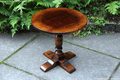 A TITCHMARSH AND GOODWIN STRESSED OAK OCCASIONAL SIDE TABLE / PILLAR TABLE