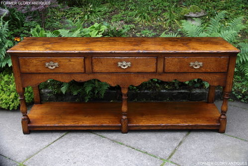 A TITCHMARSH AND GOODWIN EPICORMIC SOLID STRESSED OAK DRESSER BASE / SIDEBOARD