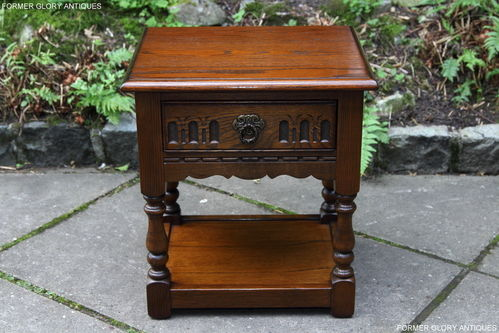 A WOOD BROTHERS OLD CHARM CARVED LIGHT OAK LAMP TABLE