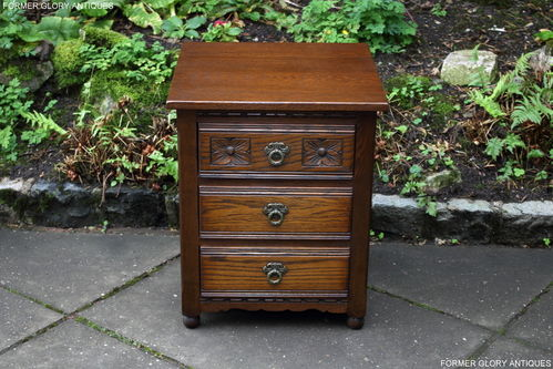 A WOOD BROTHERS OLD CHARM LIGHT OAK CHEST OF DRAWERS / BEDSIDE CABINET