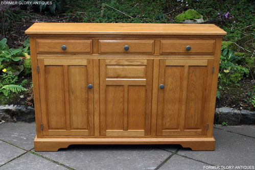 A WOOD BROTHERS OLD CHARM NATURAL OAK SIDEBOARD / DRESSER BASE / SERVER