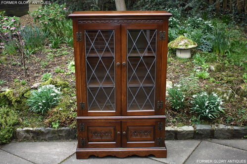 A WOOD BROTHERS OLD CHARM CARVED LIGHT OAK BOOKCASE / DISPLAY CABINET