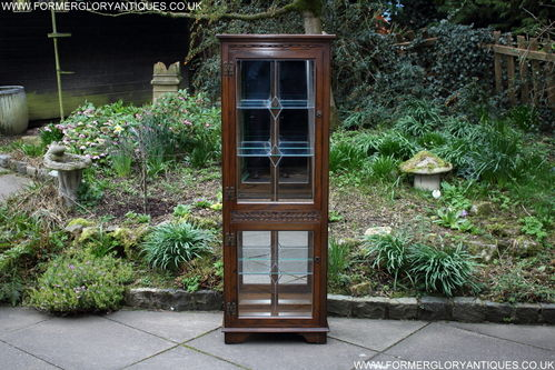 A WOOD BROTHERS OLD CHARM CARVED LIGHT OAK CHINA / DISPLAY CABINET