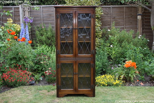 A WOOD BROTHERS OLD CHARM STUART CARVED LIGHT OAK BOOKCASE / DISPLAY CABINET
