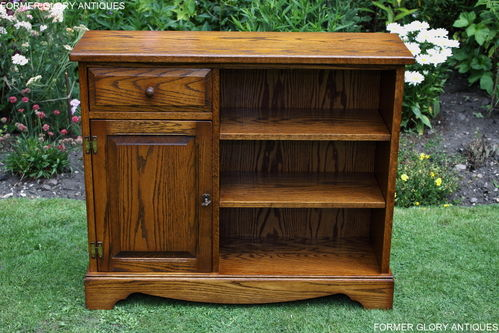 A JAYCEE AUTUMN GOLD OAK OPEN LOW BOOKCASE / BOOKSHELVES / CABINET