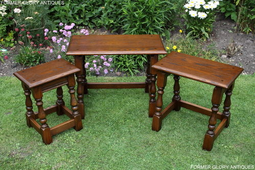 A WOOD BROTHERS OLD CHARM LIGHT OAK NEST OF THREE TABLES / COFFEE TABLE SET