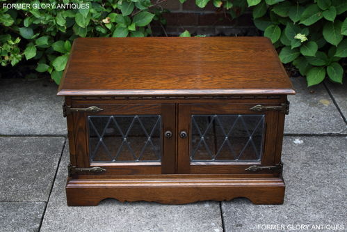 A WOOD BROTHERS OLD CHARM LIGHT OAK CORNER TV CABINET / STAND / UNIT