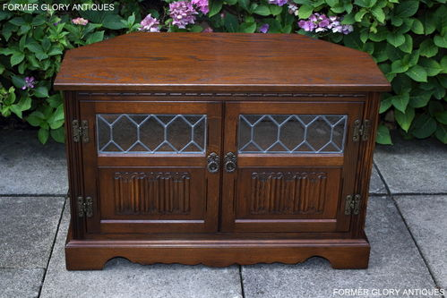 A WOOD BROTHERS OLD CHARM CARVED LIGHT OAK CORNER TV CABINET / STAND / UNIT