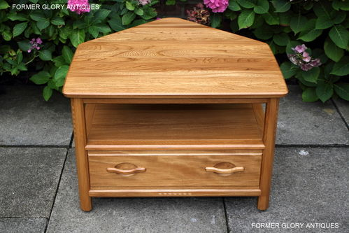 AN ERCOL WOODSTOCK LIGHT ELM CORNER TV TABLE / CABINET / STAND / UNIT