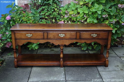 A TITCHMARSH AND GOODWIN SOLID STRESSED OAK POTBOARD DRESSER BASE / SIDEBOARD
