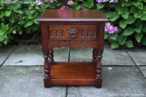 A WOOD BROTHERS OLD CHARM TUDOR BROWN CARVED OAK LAMP / BEDSIDE TABLE