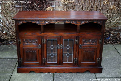 A WOOD BROTHERS OLD CHARM TUDOR BROWN CARVED OAK TV MEDIA CABINET / ENTERTAINMENT STAND / BASE
