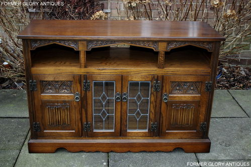 A WOOD BROTHERS OLD CHARM CARVED LIGHT OAK TV MEDIA CABINET / ENTERTAINMENT STAND / BASE